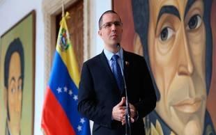 Canciller Arreaza cuestionó contradicciones de la oposición por sanciones económicas