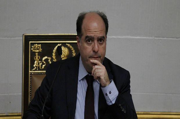 Julio Borges deja la presidencia del parlamento con llamado a unidad opositora