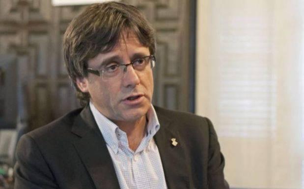 Exigen al presidente de Cataluña que proclame la República