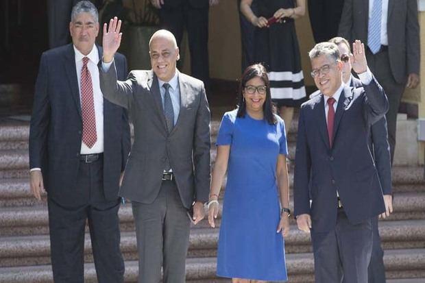 Equipos asesores y negociadores de la MUD viajaron a República Dominicana