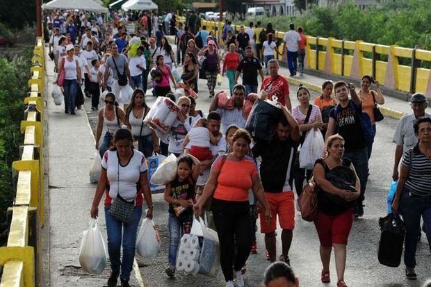 Colombia inició deportación de 130 venezolanos que acampaban en Cúcuta