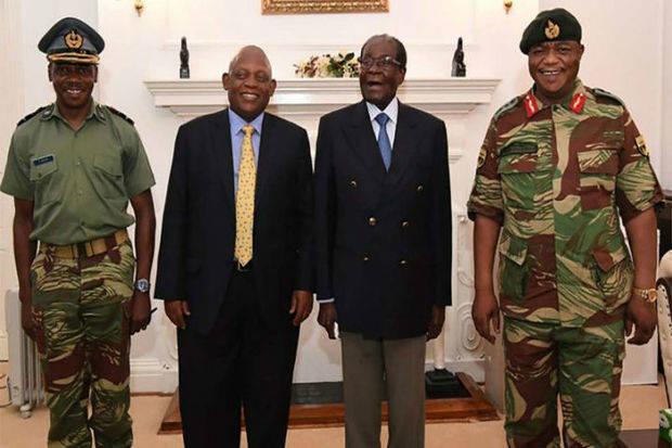 Mugabe preside un acto en su primera aparición pública tras el golpe