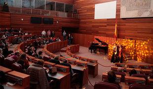 Las Cortes ensalzan los 'beneficios' del Estatuto con visitas teatralizadas en su 35 aniversario