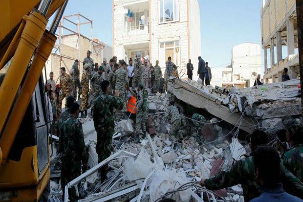 Suben las víctimas del terremoto de Irán a 328 muertos y casi 4.000 heridos