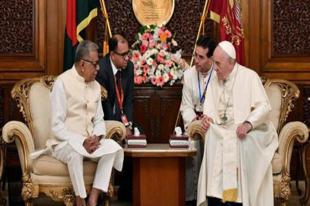 Presidente de Bangladesh elogia al papa por alzar su voz por los rohinyás