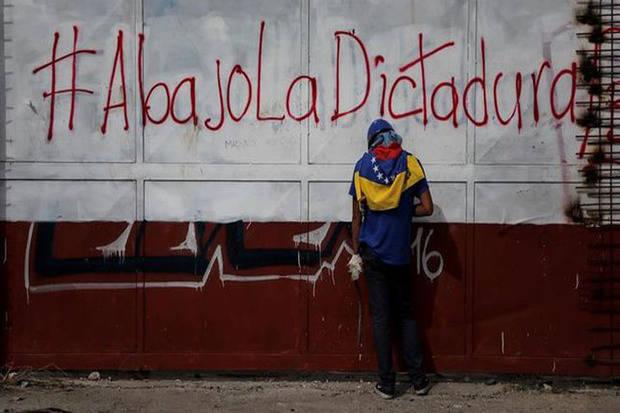 The New York Times respalda sanciones a Maduro por su deriva 'dictatorial'