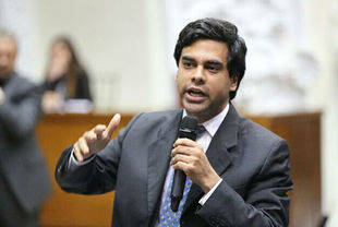 Diputado Ángel Alvarado: Inflación en Venezuela alcanza 1.369 por ciento