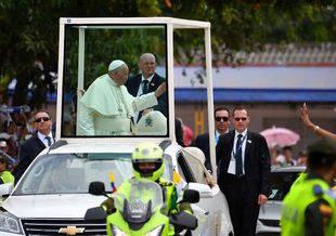 Papa Francisco pide se rechace todo tipo de violencia en vida política de Venezuela