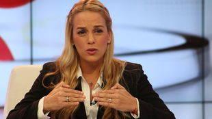 Esposa de Leopoldo López dice sufrir humillaciones cuando lo visita en cárcel