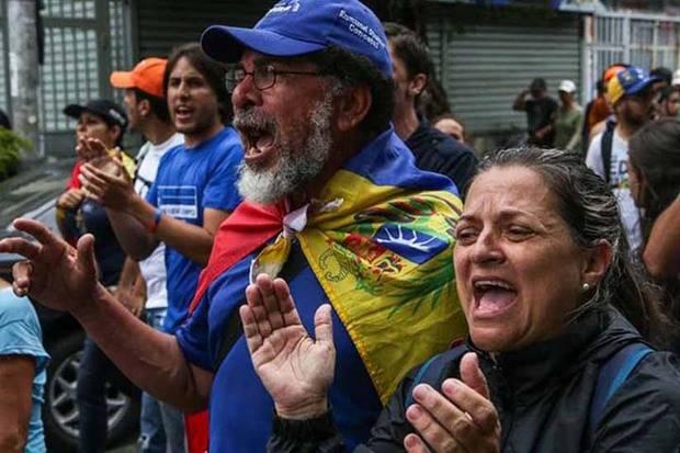Oposición convoca para este viernes a la 'marcha de los abuelos'