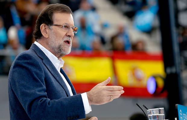 Rajoy pide libertad de Leopoldo López en mitin del PP al que acude su padre