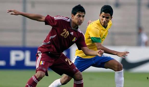 El Valladolid ficha al centrocampista venezolano Renzo Zambrano