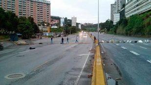 Opositores realizan paro cívico y trancazo en Caracas