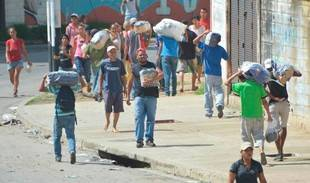 Aumenta tensión por saqueos y protestas en toda Venezuela