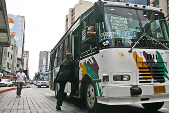 Transportistas de la Gran Caracas piden cobrar Bs 300