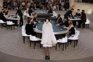 Chanel invita al mundo del espectáculo a jugar en su casino de alta costura