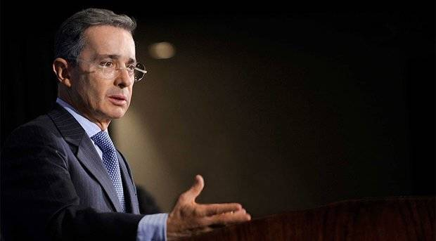 Uribe reitera apoyo a medidas de Santos por crisis entre Colombia y Venezuela