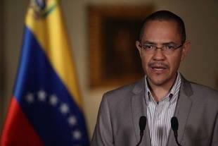 Villegas pidió a los políticos de oposición controlar los grupos violentos