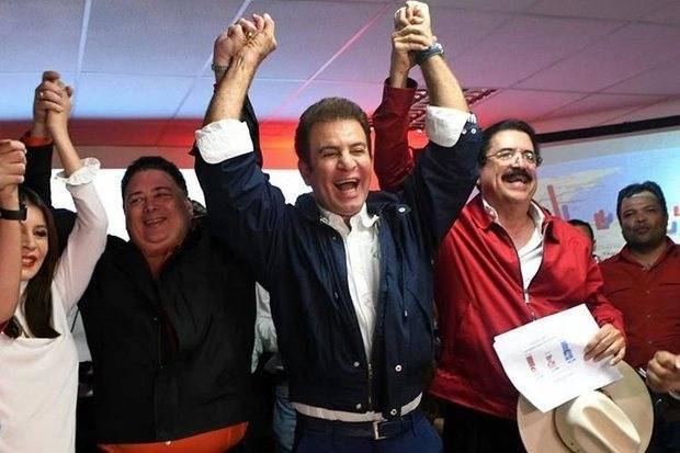 Nasralla dice aventaja por 6 puntos a Hernández y le pide respetar resultados