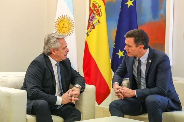 El presidente español Pedro Sánchez le deseó una pronta recuperación a Alberto Fernández