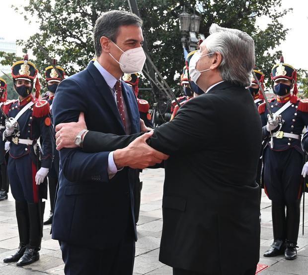 Pedro Sánchez reforzó la relación bilateral, prometió inversiones, vacunas y la eliminación del voto rogado