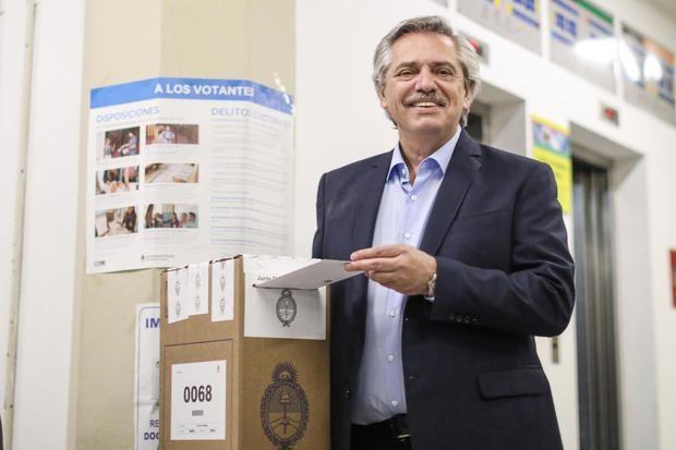 Los candidatos ya votaron y la justicia ordenó que se difundan los datos cuando haya sido escrutado el 10% de los votos de la ciudad y la provincia de Buenos Aires, Córdoba y Santa Fe