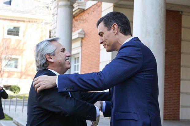 Alberto se llevó de España el apoyo de Pedro Sánchez para la renegociación de la deuda