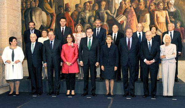 Rajoy ofrece entendimiento a Torra pero le avisa de que debe cumplir la ley