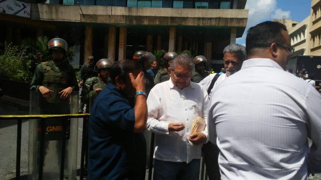 Andrés Velásquez introdujo ante el CNE recurso para impugnar elecciones de Bolívar