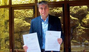 Piden a Sáenz de Santamaría que fije una 'fecha exacta' para la devolución de 400.000 documentos al Archivo de Salamanca