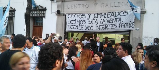 Los asambleístas aprobaron que continúen las negociaciones para la venta del Centro Gallego