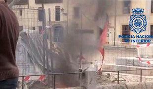 Identificado un varón que quemó una bandera Castilla y León en una concentración leonesista