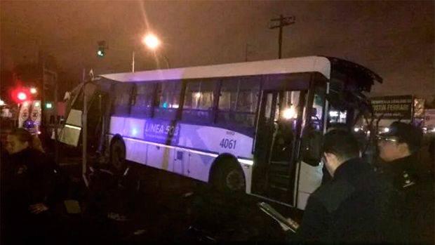 Dos muertos y 14 heridos en el choque entre un tren y un colectivo en Mariano Acosta