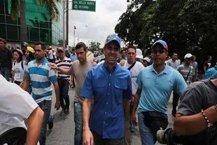 Capriles: si el gobierno tiene respaldo por qué no convoca elecciones