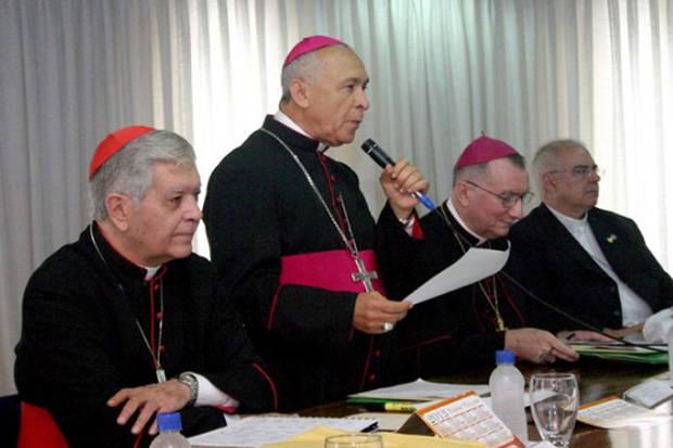 Iglesia apoya la consulta opositora y Maduro propone mayor rigidez de precios