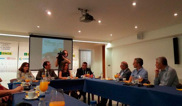 Castilla y León contará este año con una ley de perros de asistencia que regulará derechos y obligaciones de ciegos y sus guías
