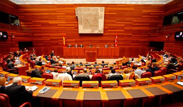 La oposición exige actuaciones por el aumento de salas de juego y el PP defiende que la