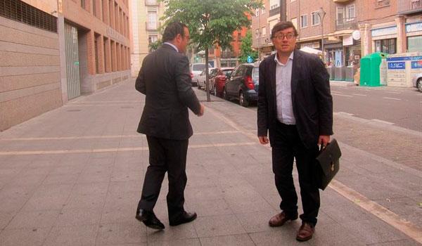 Delgado acusa a Villanueva de ordenar repartir el