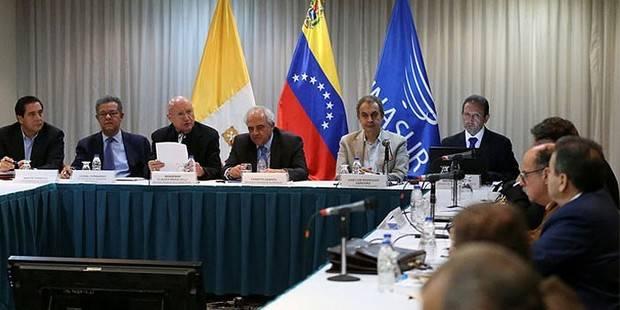 Gobierno y oposición inician nueva ronda de negociaciones para buscar soluciones a crisis