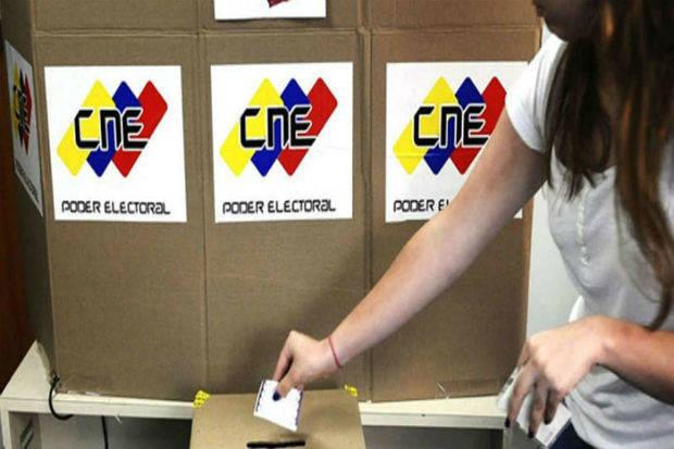 Más de 19 millones de electores votan este domingo por 335 alcaldes y un gobernador
