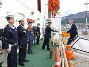 Acto de imposición de la Cruz del Mérito Naval al Contralmirante de la Armada Argentina