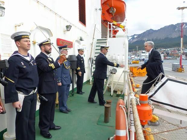 El Embajador presidió el acto de imposición de la Cruz del Mérito Naval al Contralmirante de la Armada Argentina