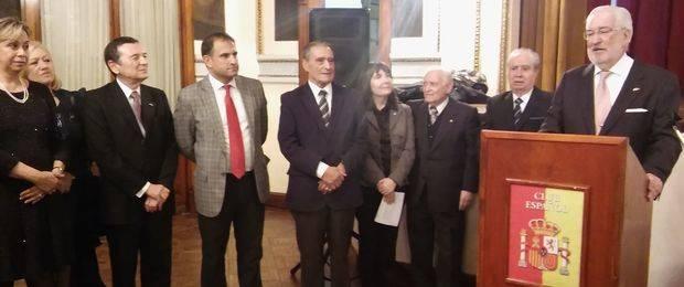 La Federación de Sociedades Españolas le realizó una cálida despedida al Embajador