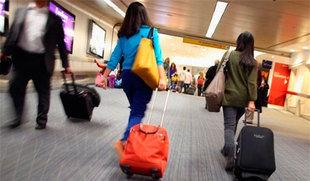 Un total de 3.187 castellanos y leoneses abandonó la Comunidad el último año para residir en el extranjero, un 1,87% más