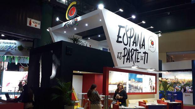 España presentó su oferta turística en la FIT con Andalucía y el País Vasco como grandes atractivos