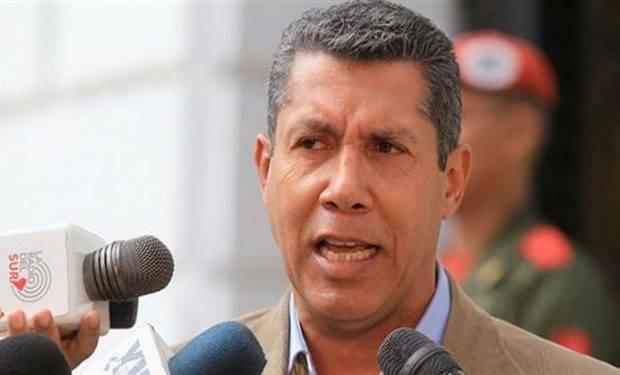 Henry Falcón criticó a políticos opositores que piden primarias presidenciales
