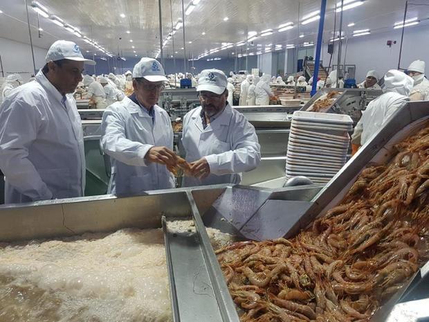 El sector pesquero pide a Feijóo que solicite a las autoridades argentinas la mejora de la operatividad del muelle de Puerto Madryn