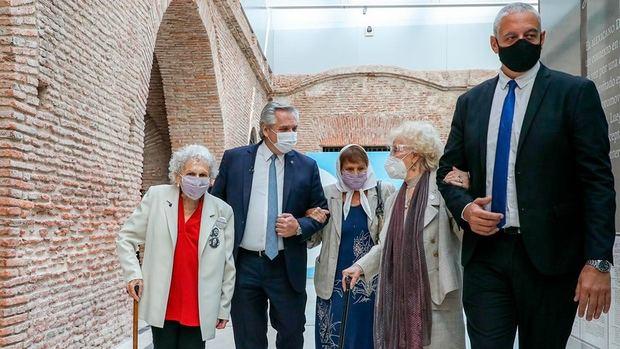 Alberto Fernández homenajeó a las 'inmensas' Madres, Abuelas y familiares de desaparecidos