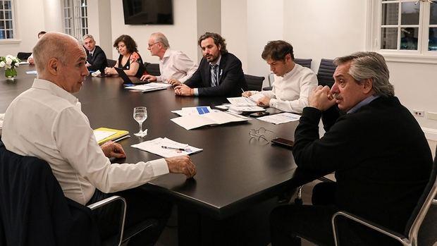 Fernández acordó con Kicillof y Larreta 'endurecer' el aislamiento si sigue la tendencia