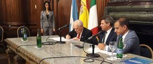Españoles e italianos firmaron un histórico e inédito convenio de colaboración